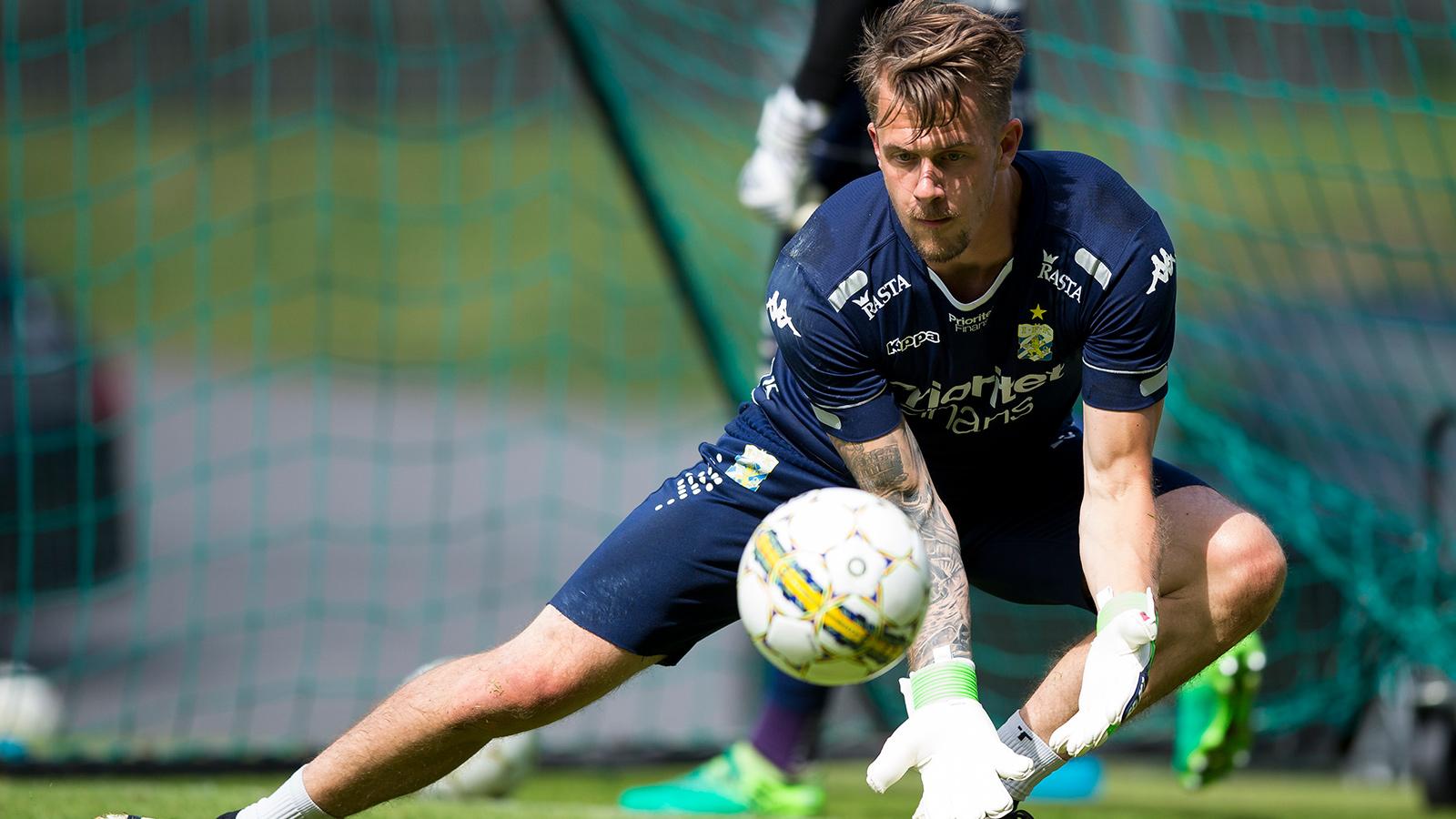 170709 IFK Göteborgs målvakt Erik Dahlin under en träning med IFK Göteborg den 9 juli 2017 i Göteborg.