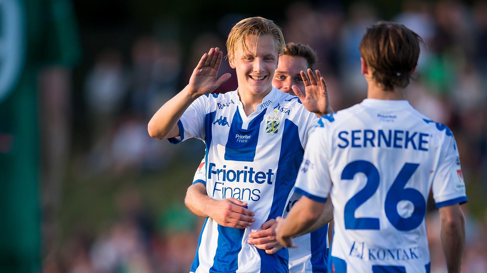 170823 IFK Göteborgs Billy Nordström jublar efter 0-3 på frispark under fotbollsmatchen i Svenska cupen mellan Landvetter och IFK Göteborg den 23 augusti 2017 i Göteborg.