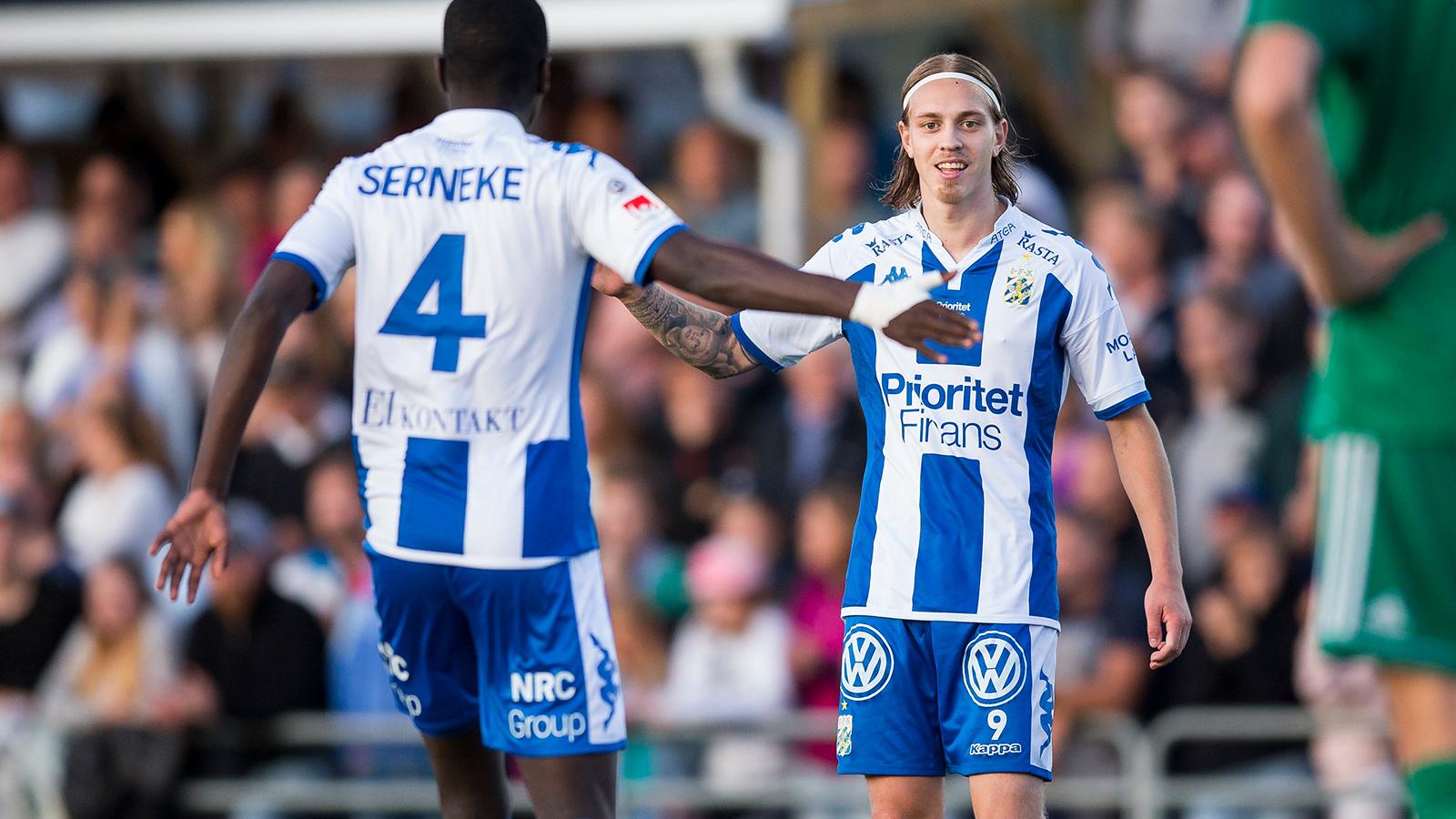 170823 IFK Göteborgs Elias Mar Omarsson jublar ihop med Adil Titi efter 0-5 under fotbollsmatchen i Svenska cupen mellan Landvetter och IFK Göteborg den 23 augusti 2017 i Göteborg.