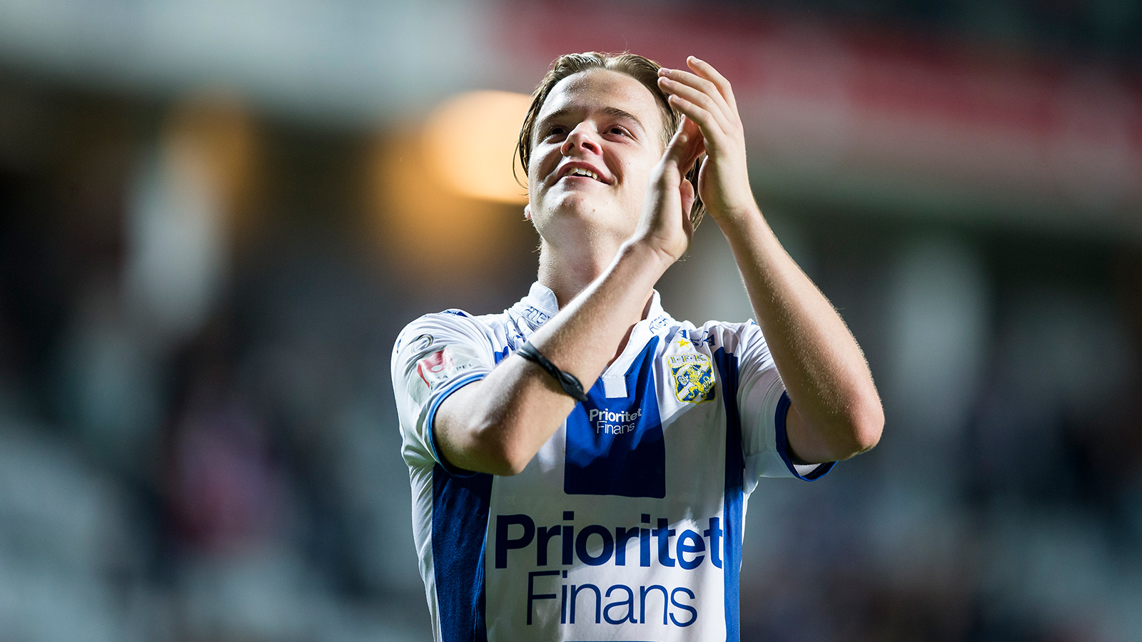 170929 IFK Göteborgs August Erlingmark tackar publiken efter den allsvenska fotbollsmatchen mellan IFK Göteborg och Sirius den 29 september 2017 i Göteborg.