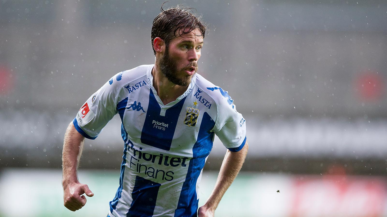 171022 IFK Göteborgs Emil Salomonsson under den allsvenska fotbollsmatchen mellan IFK Göteborg och Östersund den 22 oktober 2017 i Göteborg.