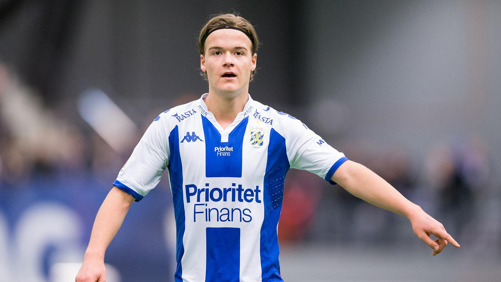180127 IFK Göteborgs August Erlingmark under en träningsmatch i fotboll mellan IFK Göteborg och Stabaek den 27 januari 2018 i Göteborg.