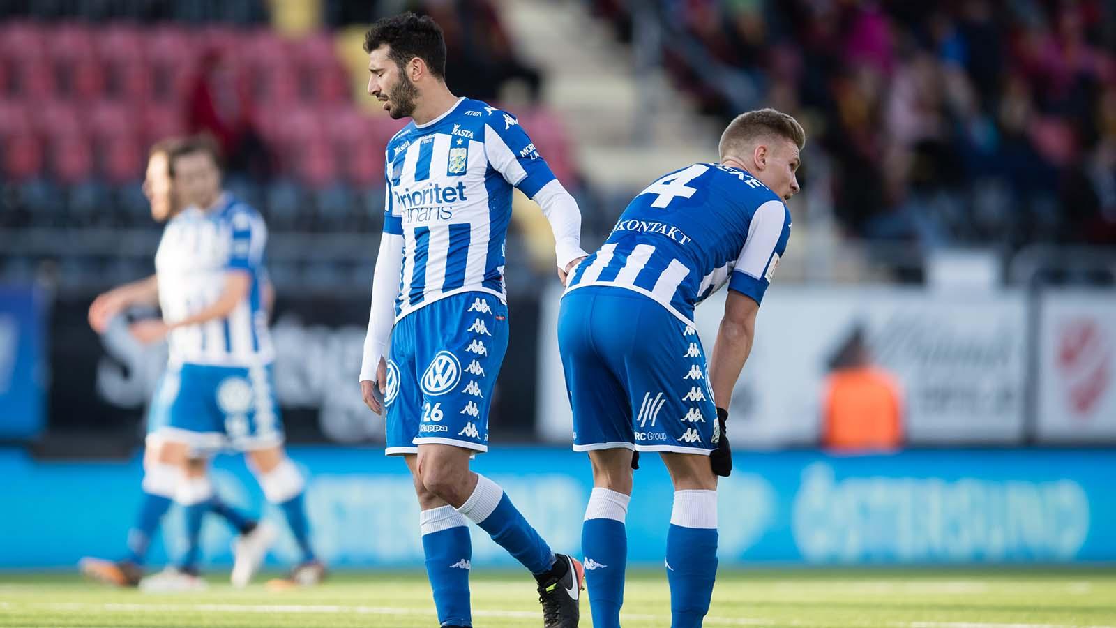 180415 IFK Göteborgs Gustav Engvall och Carl Starfelt deppar under fotbollsmatchen i Allsvenskan mellan Östersund och IFK Göteborg den 15 april 2018 i Östersund. Foto: Tobias Nykänen / BILDBYRÅN / kod TN/ Cop 171