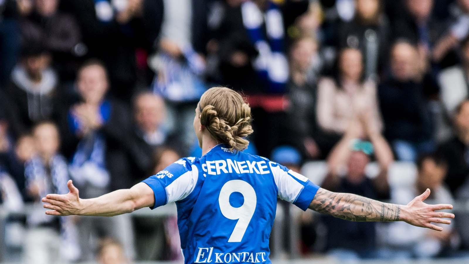 180428 IFK Göteborgs Elias Mar Omarsson jublar efter 1-0 under fotbollsmatchen i allsvenskan mellan IFK Göteborg och Häcken den 28 april 2018 i Göteborg. Foto: Mathias Bergeld / BILDBYRÅN / Cop 200