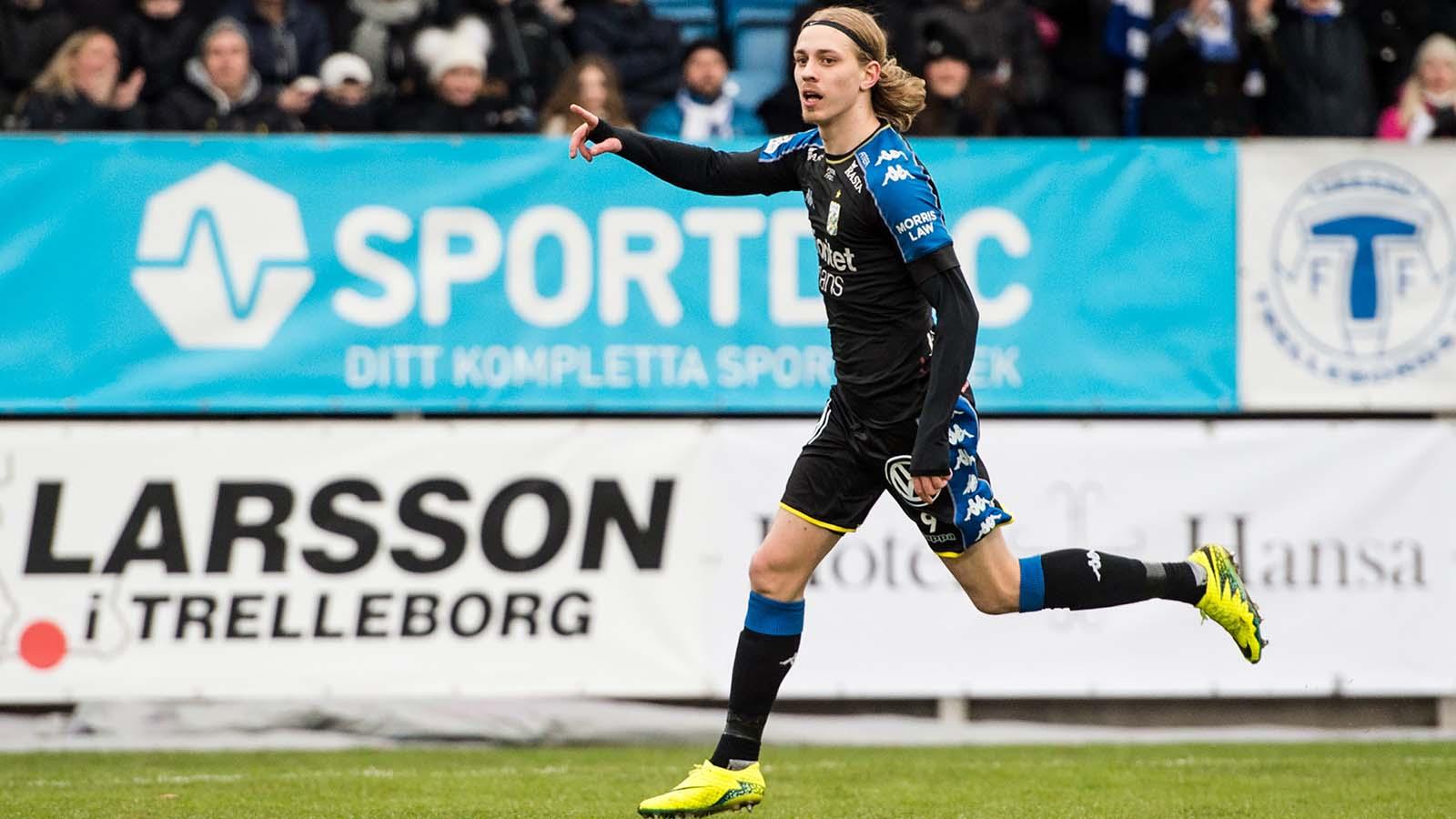 180401 IFK Göteborgs Elias Mar Omarsson jublar efter sitt 0-1 mål under fotbollsmatchen i Allsvenskan mellan Trelleborg och IFK Göteborg den 1 april 2018 i Trelleborg. Foto: Petter Arvidson / BILDBYRÅN / kod PA / 92013