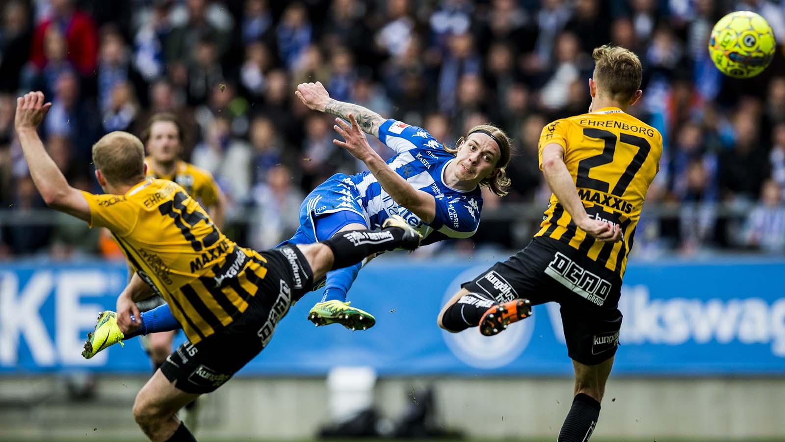 180428 IFK Göteborgs Elias Mar Omarsson gör 2-0 under fotbollsmatchen i allsvenskan mellan IFK Göteborg och Häcken den 28 april 2018 i Göteborg. Foto: Michael Erichsen / BILDBYRÅN / Cop 89