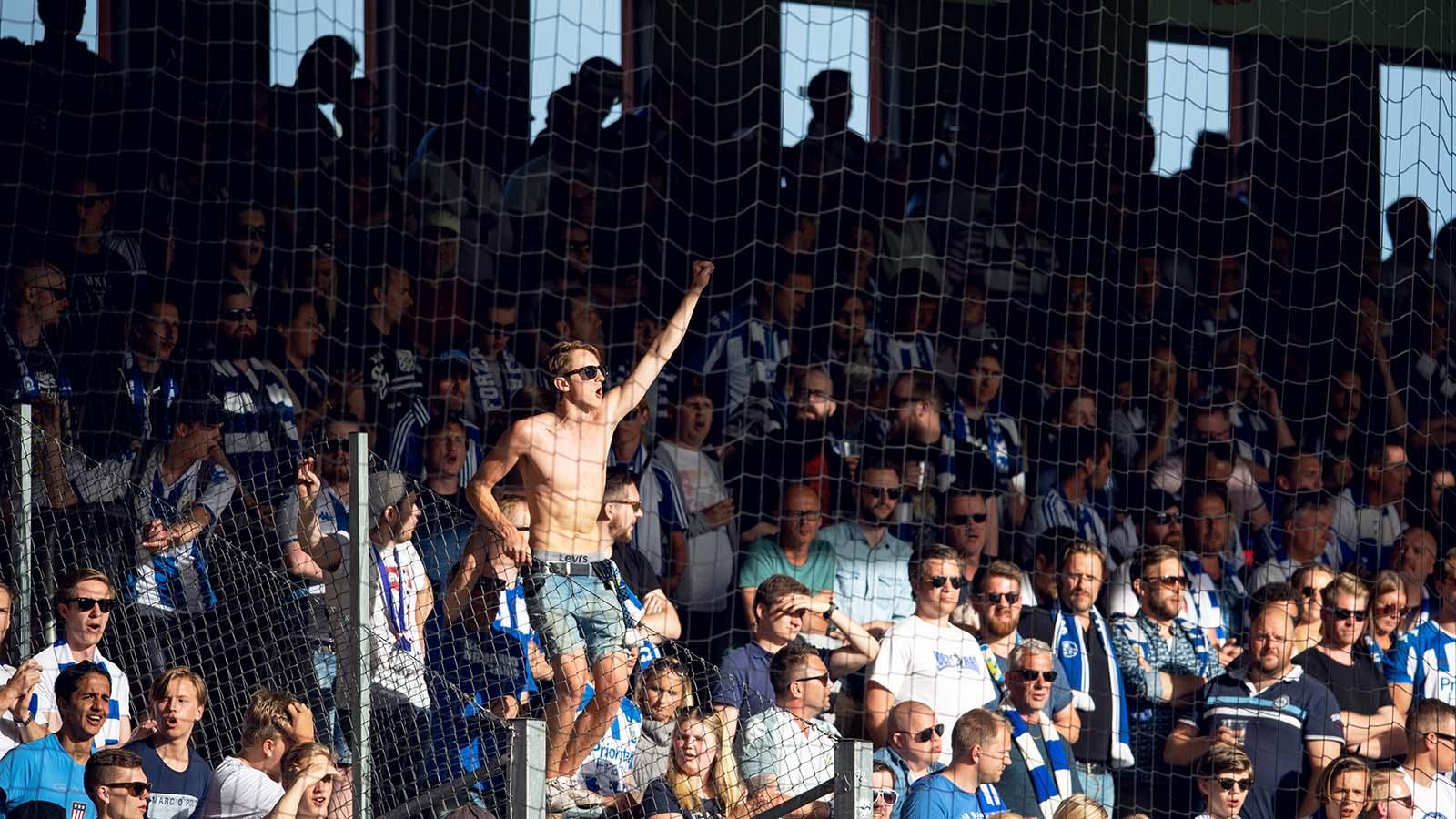 180521 IFK Göteborgs supportrar inför fotbollsmatchen i Allsvenskan mellan Elfsborg och IFK Göteborg den 21 maj 2018 i Borås. Foto: Carl Sandin / BILDBYRÅN / kod CS / 57999_353