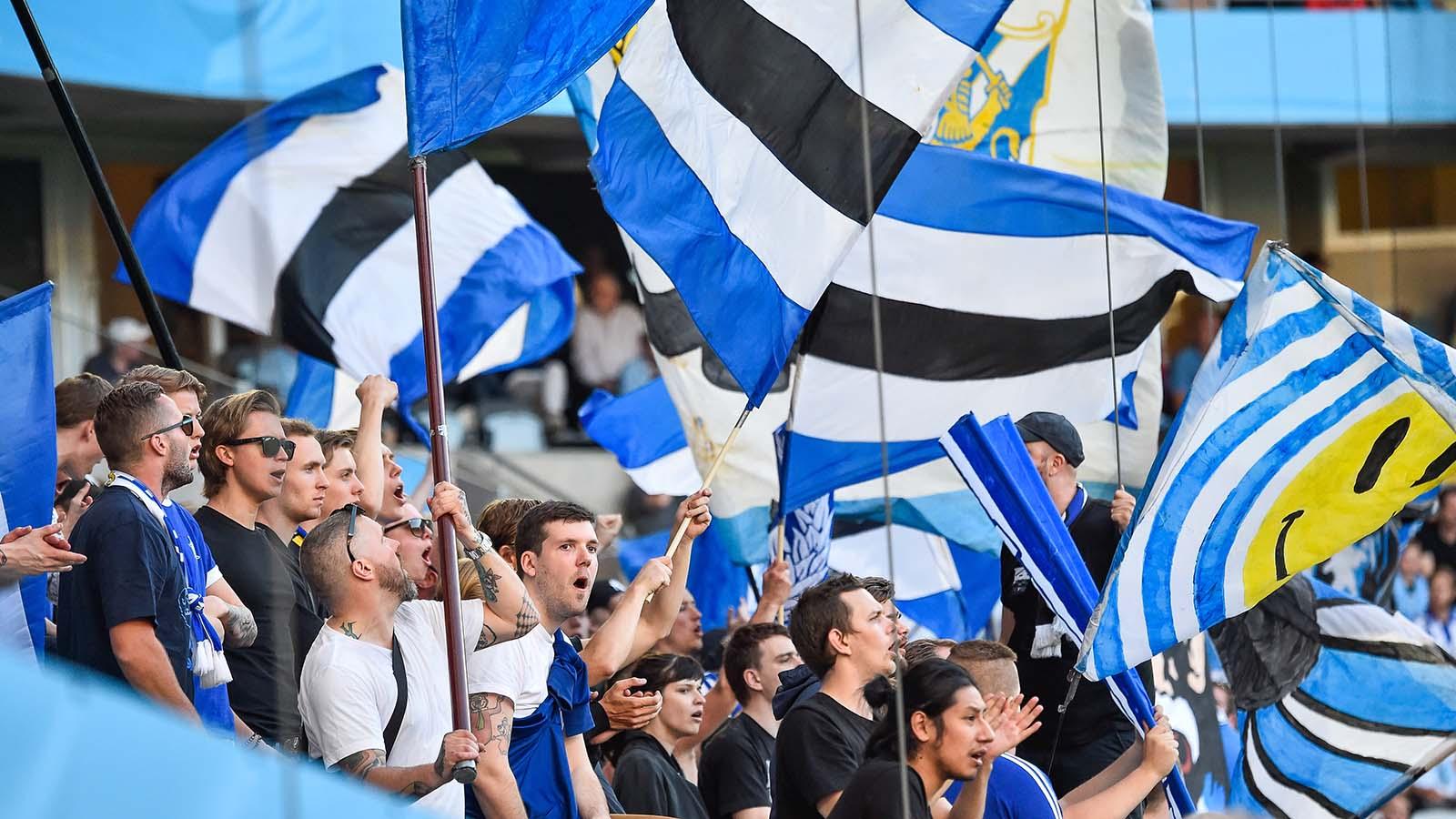 180507 IFK Göteborgs supportrar under fotbollsmatchen i Allsvenskan mellan Malmö FF och IFK Göteborg den 7 maj 2018 i Malmö. Foto: Christian Örnberg / BILDBYRÅN / Cop 166