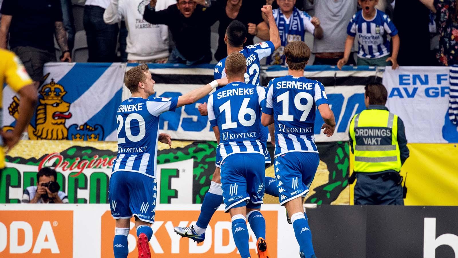 180521 IFK Göteborgs Giorgi Kharaishvili jublar med lagkamrater efter 0-1 under fotbollsmatchen i Allsvenskan mellan Elfsborg och IFK Göteborg den 21 maj 2018 i Borås. Foto: Jörgen Jarnberger / BILDBYRÅN / Kod JJ / Cop 112