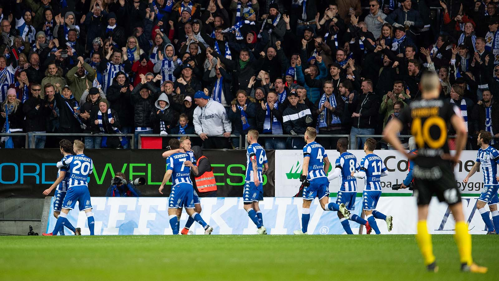 180410 IFK Göteborgs spelare jublar efter 1-0-målet med under fotbollsmatchen i Allsvenskan mellan IFK Göteborg och Hammarby den 10 april 2018 i Göteborg. Foto: Carl Sandin / BILDBYRÅN / kod CS /