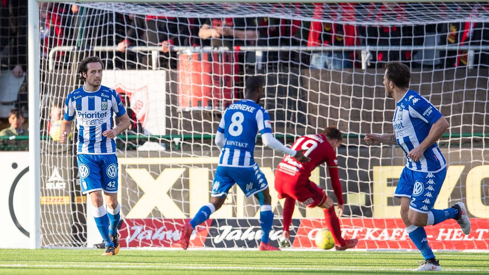 180415 IFK Göteborgs Mikkel Diskerud jublar efter att han reducerat till 1-2 under fotbollsmatchen i Allsvenskan mellan Östersund och IFK Göteborg den 15 april 2018 i Östersund. Foto: Tobias Nykänen / BILDBYRÅN / kod TN/ Cop 171