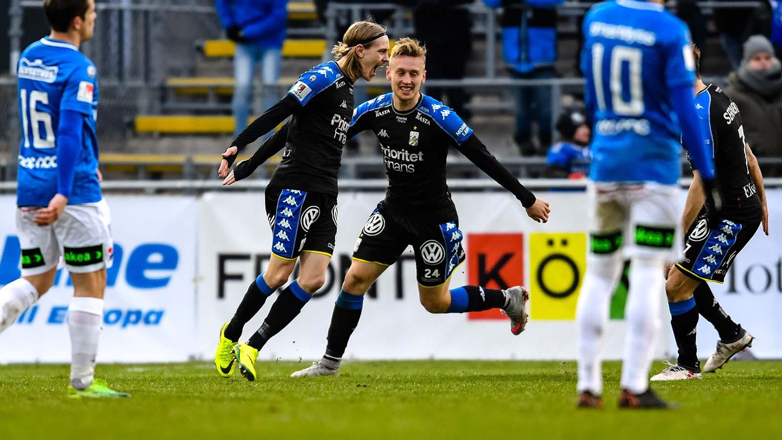 180401 IFK Göteborgs Elias Mar Omarsson och Sebastian Ohlsson jublar efter 1-2 under fotbollsmatchen i Allsvenskan mellan Trelleborg och IFK Göteborg den 1 april 2018 i Trelleborg. Foto: Petter Arvidson / BILDBYRÅN / kod PA / 92013