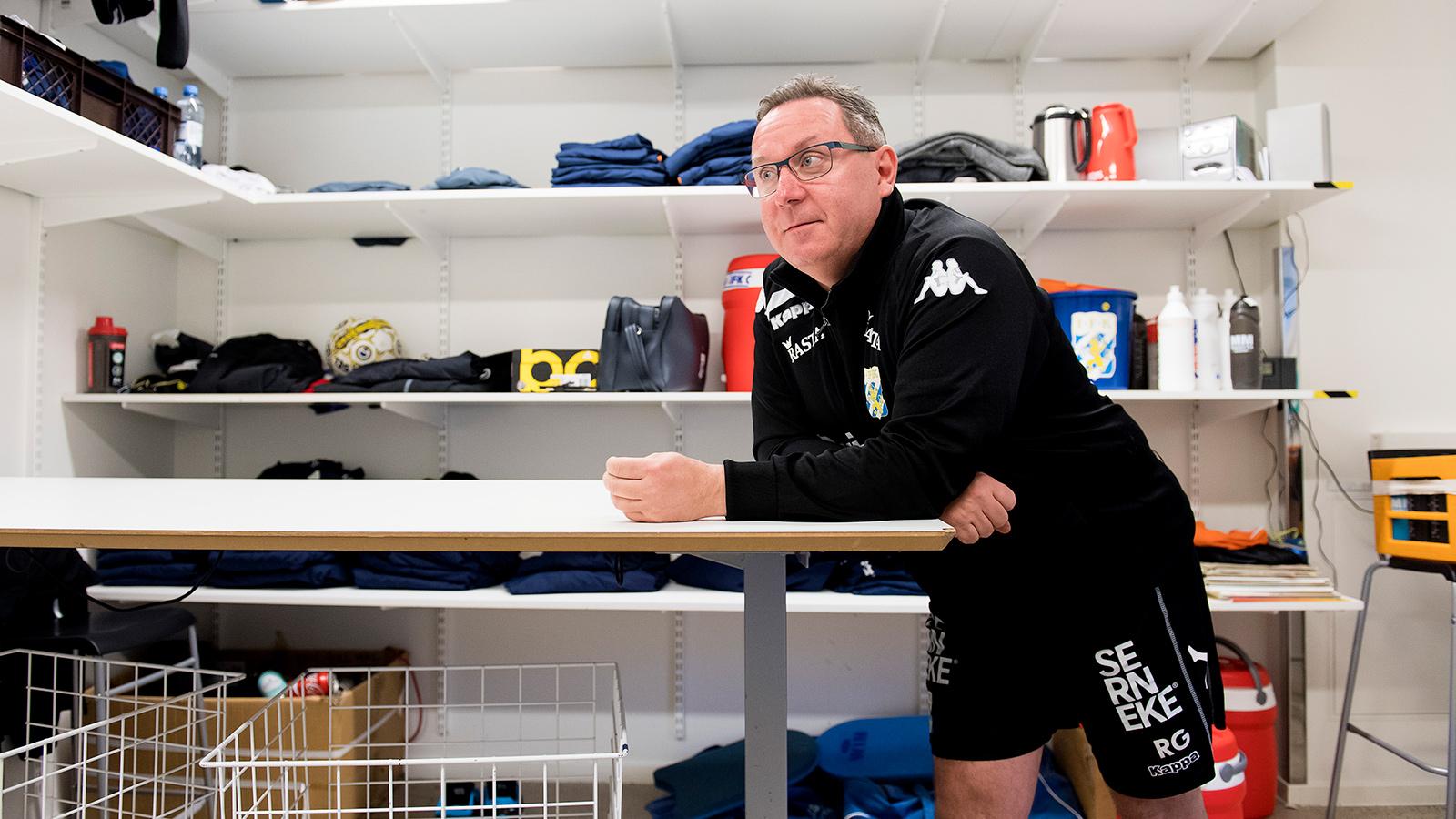 170412 Materialförvaltare Rolf Gustavsson på Kamratgården den 12 april 2017 i Göteborg.