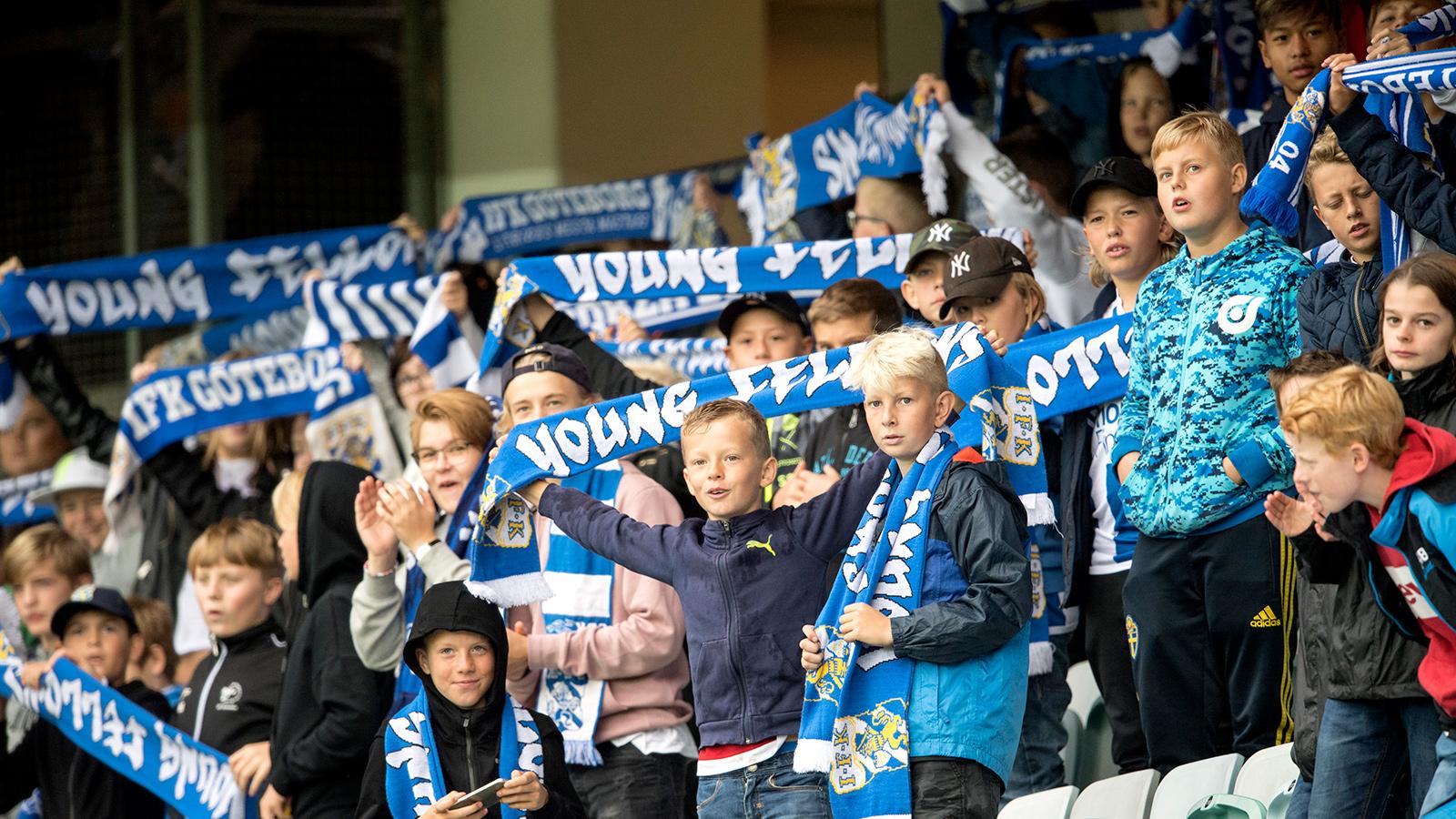 170916 IFK Göteborgs fans under fotbollsmatchen i Allsvenskan mellan IFK Göteborg och Jönköping den 16 september 2017 i Göteborg.