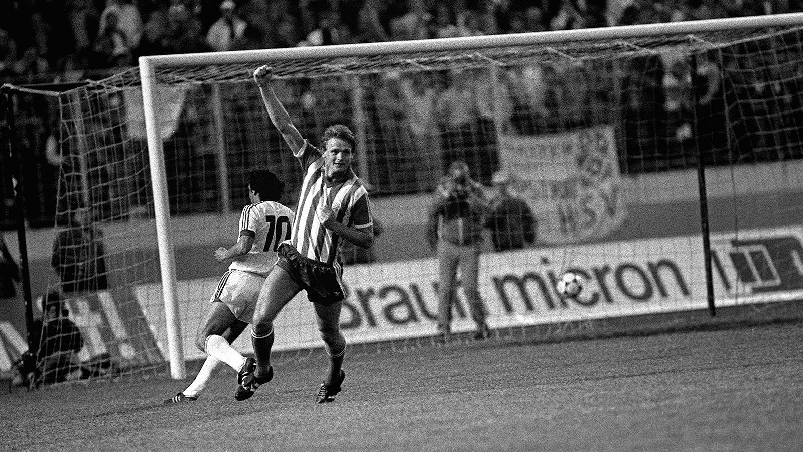 1982 Fotboll, Uefacupen, final,Hamburg - Göteborg: Torbjörn Nilsson jublar efter 2 - 0.