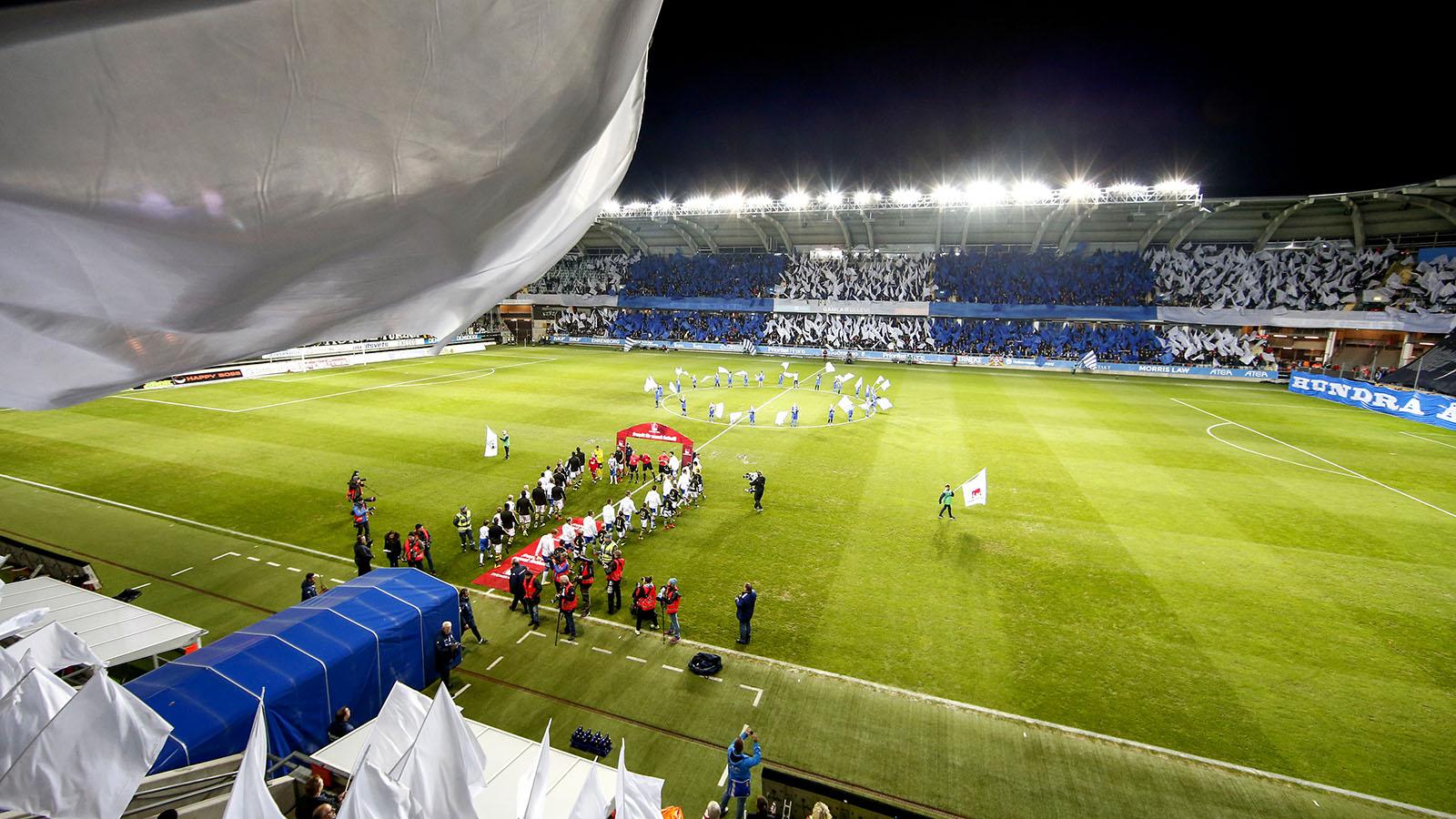 161024 IFK Göteborgs supporters inför fotbollsmatchen i Allsvenskan mellan IFK Göteborg och AIK den 24 oktober 2016 i Göteborg.