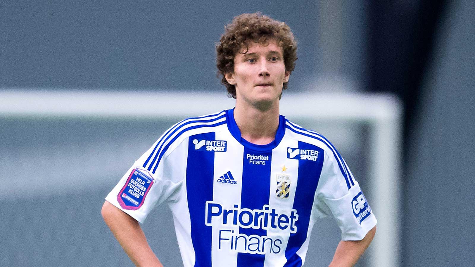 151101 IFK Göteborgs Jakob Bergman under finalen i U19-allsvenskan i fotboll mellan IFK Göteborg och Djurgården den 1 november 2015 i Göteborg.