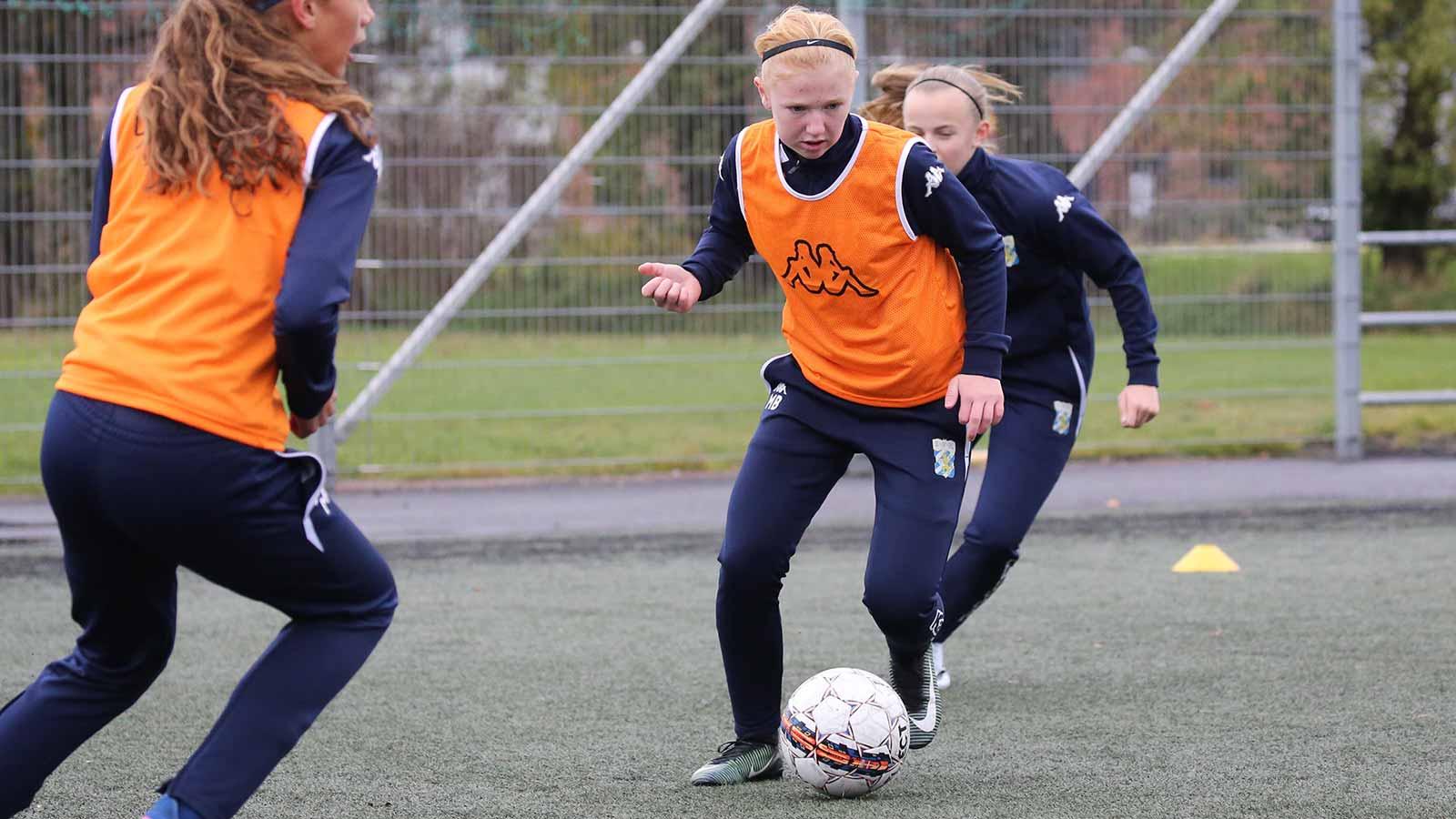 Akademin 2017 spelare boll träning tjej