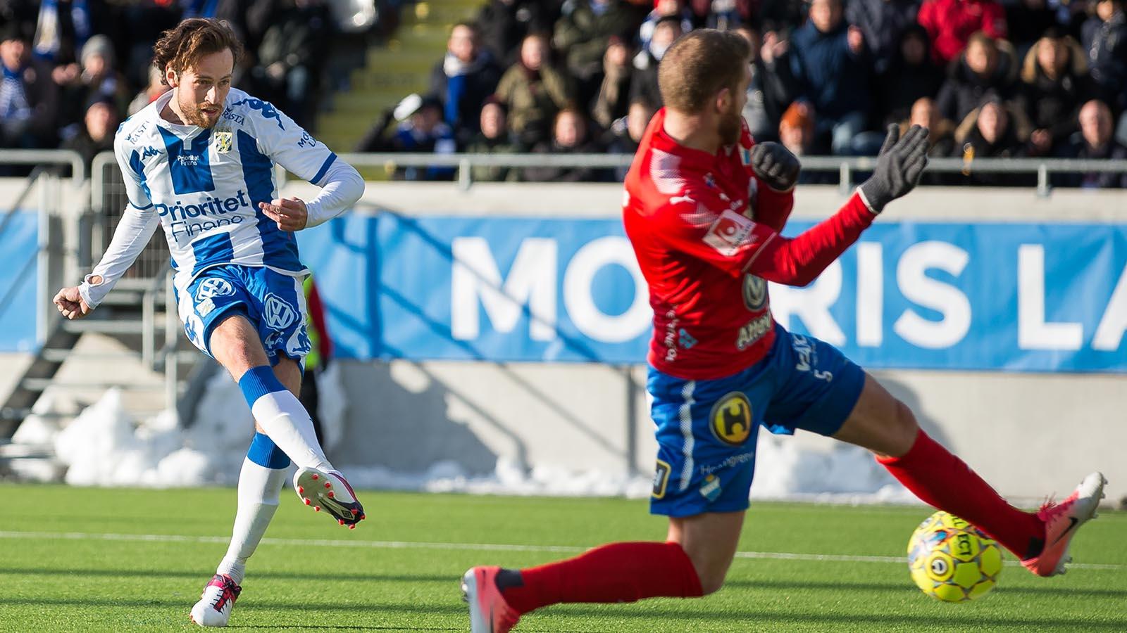 180224 IFK Göteborgs Mikkel Diskerud skjuter in kvitteringen till 1-1 under en fotbollsmatch i Svenska Cupen mellan IFK Göteborg och Öster den 24 februari 2018 i Göteborg. Foto: Michael Erichsen / BILDBYRÅN / Cop 89