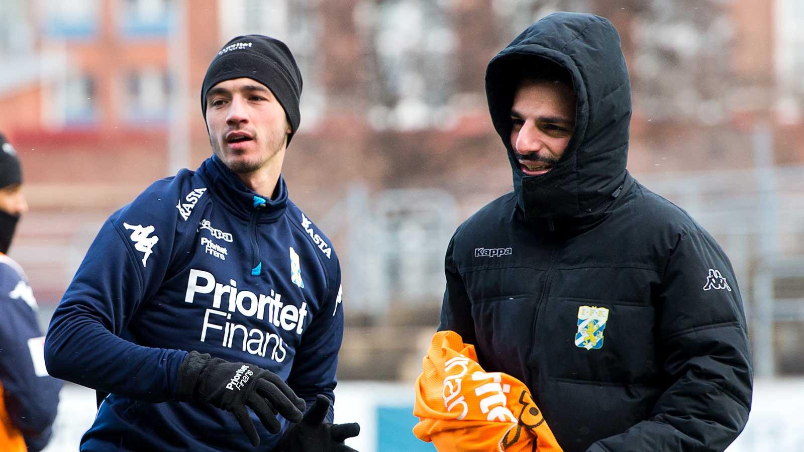 180227 Giorgi Kharaishvili och tränare Poya Asbaghi under en träning med IFK Göteborg den 27 februari 2018 i Göteborg.