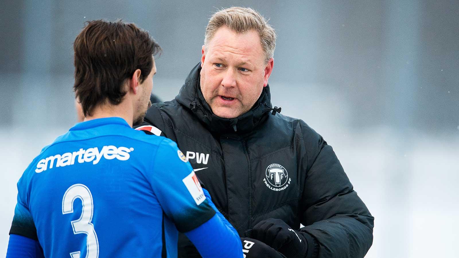 180225 Trelleborgs tränare Patrick Winqvist och Sebastian Ohlsson under fotbollsmatchen i Svenska cupen mellan Kalmar och Trelleborg den 25 februari 2018 i Kalmar.