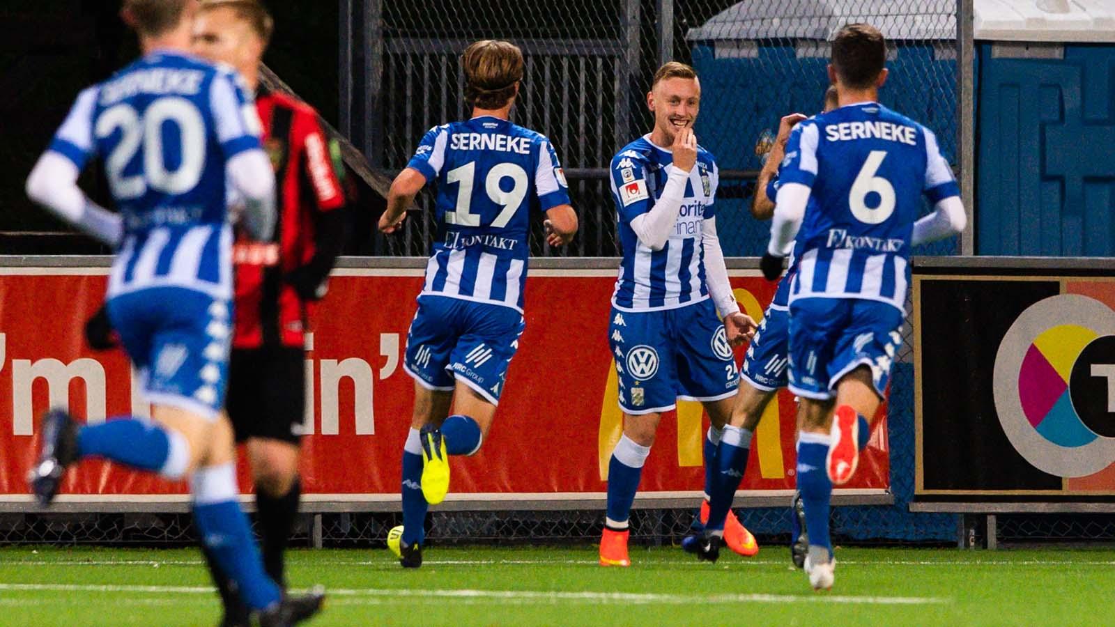 181022 IFK Göteborgs spelare jublar efter 1-0 under fotbollsmatchen i Allsvenskan mellan Brommapojkarna och IFK Göteborg den 22 oktober 2018 i Stockholm. Foto: Simon Hastegård / Bildbyrån / Cop 118