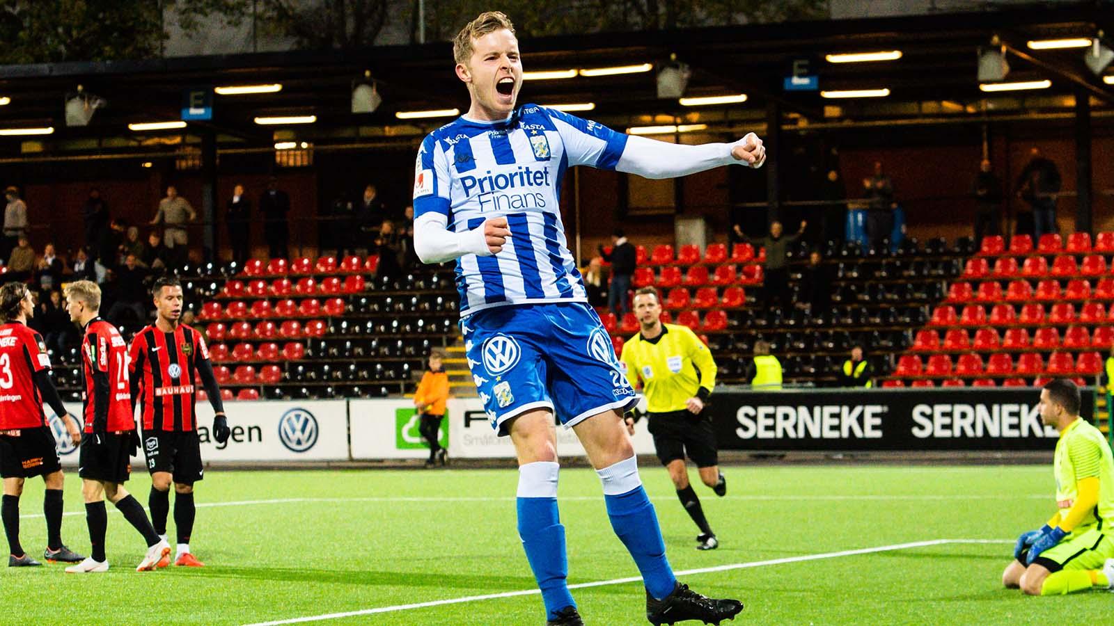 181022 IFK Göteborgs Victor Wernersson jublar efter 2-0 under fotbollsmatchen i Allsvenskan mellan Brommapojkarna och IFK Göteborg den 22 oktober 2018 i Stockholm. Foto: Simon Hastegård / Bildbyrån / Cop 118