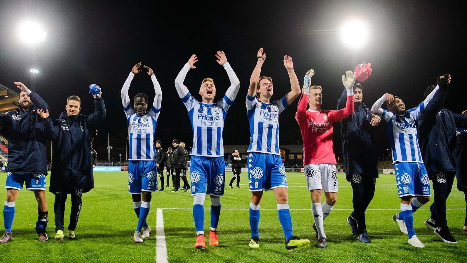 181022 IFK Göteborgs spelare jublar efter en fotbollmatchen i Allsvenskan mellan Brommapojkarna och IFK Göteborg den 22 oktober 2018 i Stockholm. Foto: Simon Hastegård / Bildbyrån / Cop 118