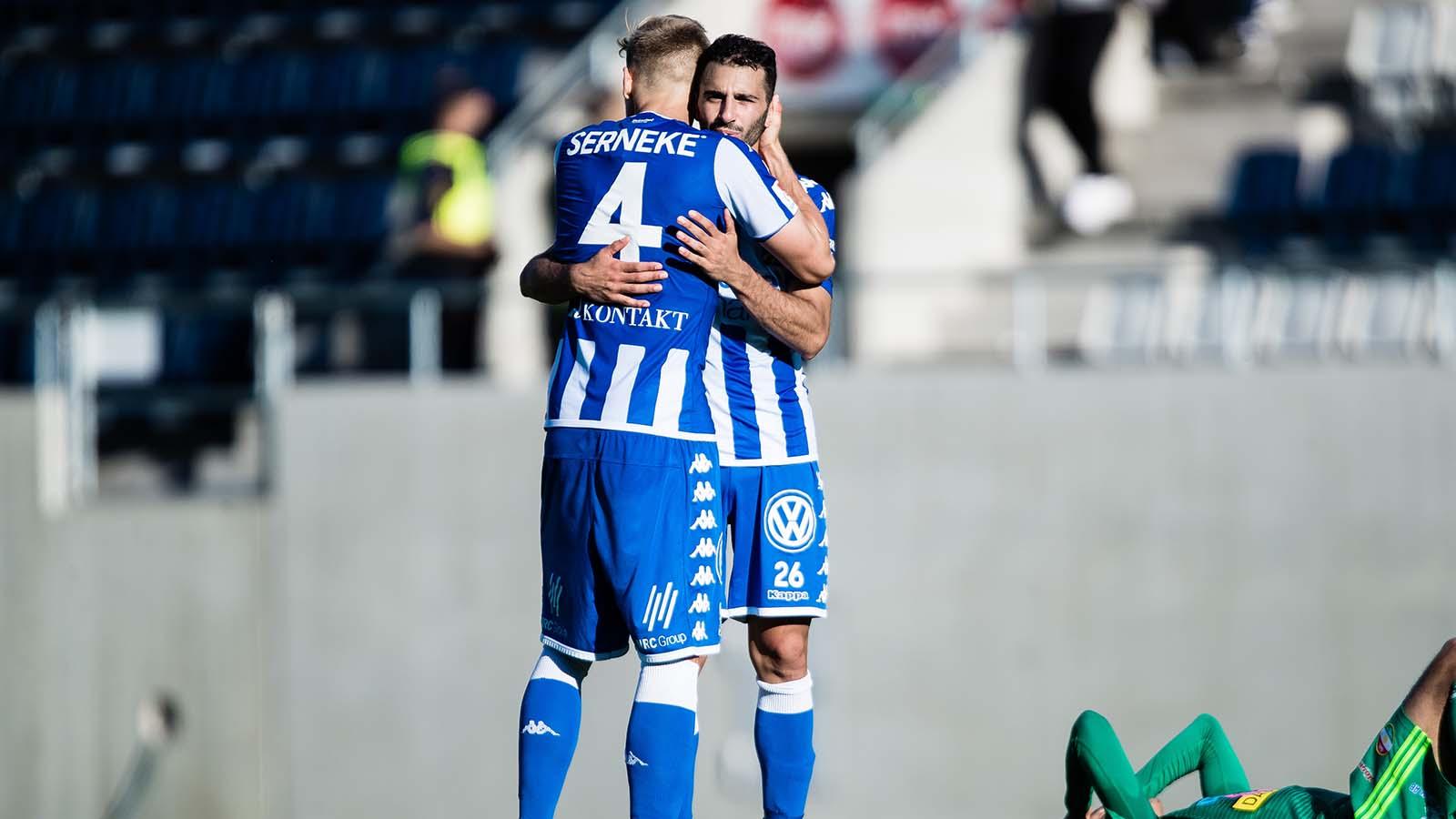 180902 IFK Göteborgs André Calisir och Carl Starfelt tackar varandra efter fotbollsmatchen i Allsvenskan mellan Dalkurd och IFK Göteborg den 2 September 2018 i Gävle. Foto: Kenta Jönsson / BILDBYRÅN / Cop 210