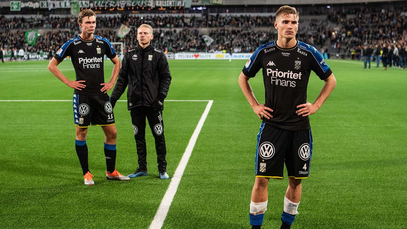 181001 IFK Göteborgs Marcus Degerlund och Carl Starfelt deppar efter fotbollsmatchen i Allsvenskan mellan Hammarby och IFK Göteborg den 1 Oktober 2018 i Stockholm. Foto: Maxim Thoré / BILDBYRÅN