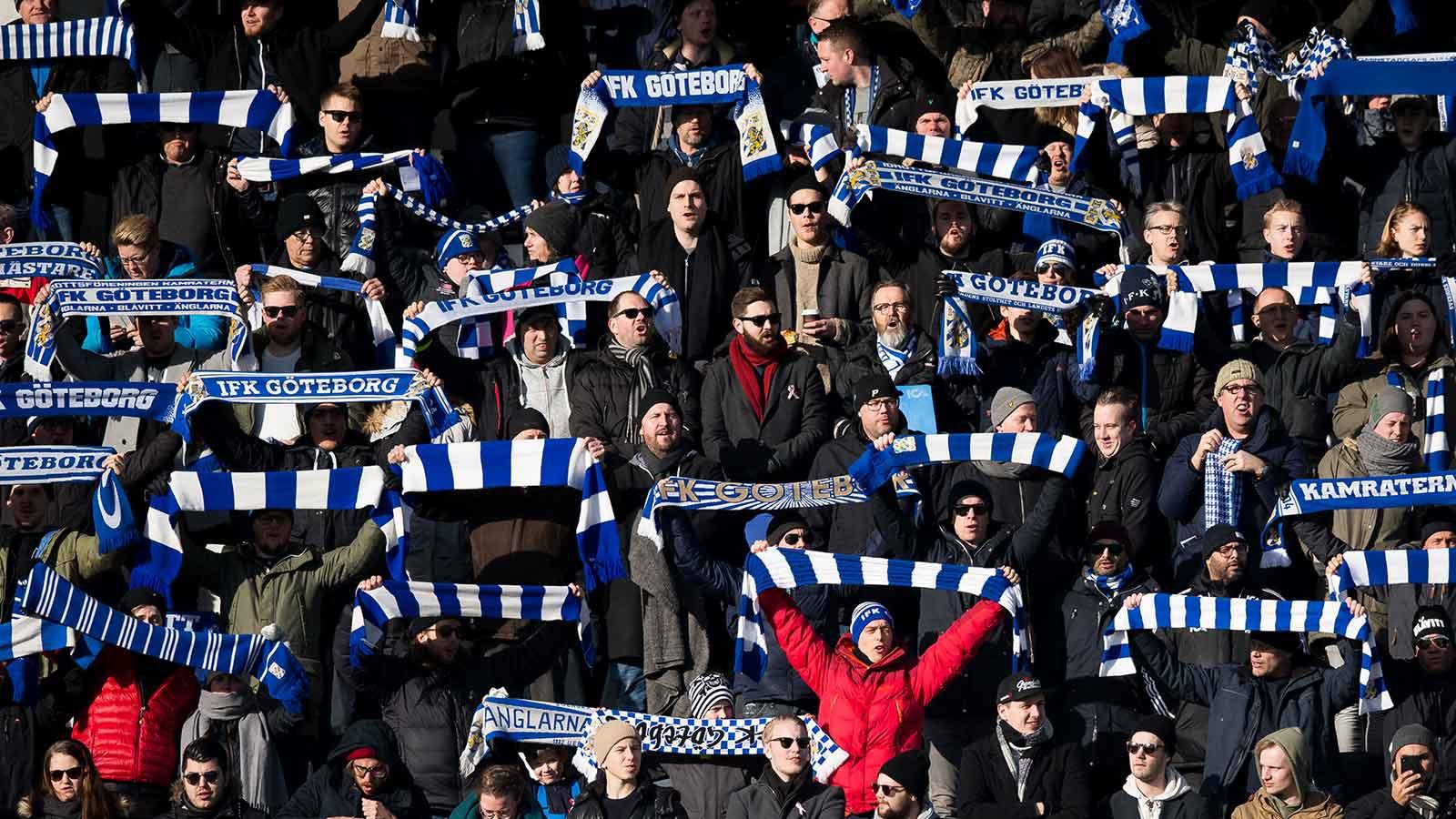 180224 IFK Göteborgs supportrar under en fotbollsmatch i Svenska Cupen mellan IFK Göteborg och Öster den 24 februari 2018 i Göteborg.
