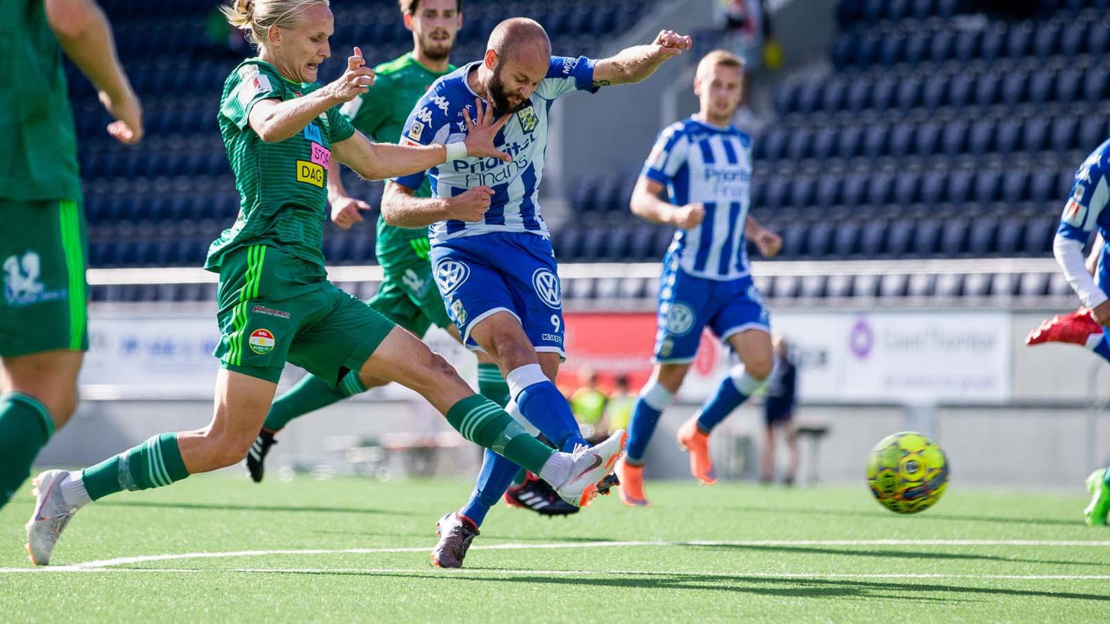180902 IFK Göteborgs Robin Söder under fotbollsmatchen i Allsvenskan mellan Dalkurd och IFK Göteborg den 2 September 2018 i Gävle. Foto: Kenta Jönsson / BILDBYRÅN / Cop 210