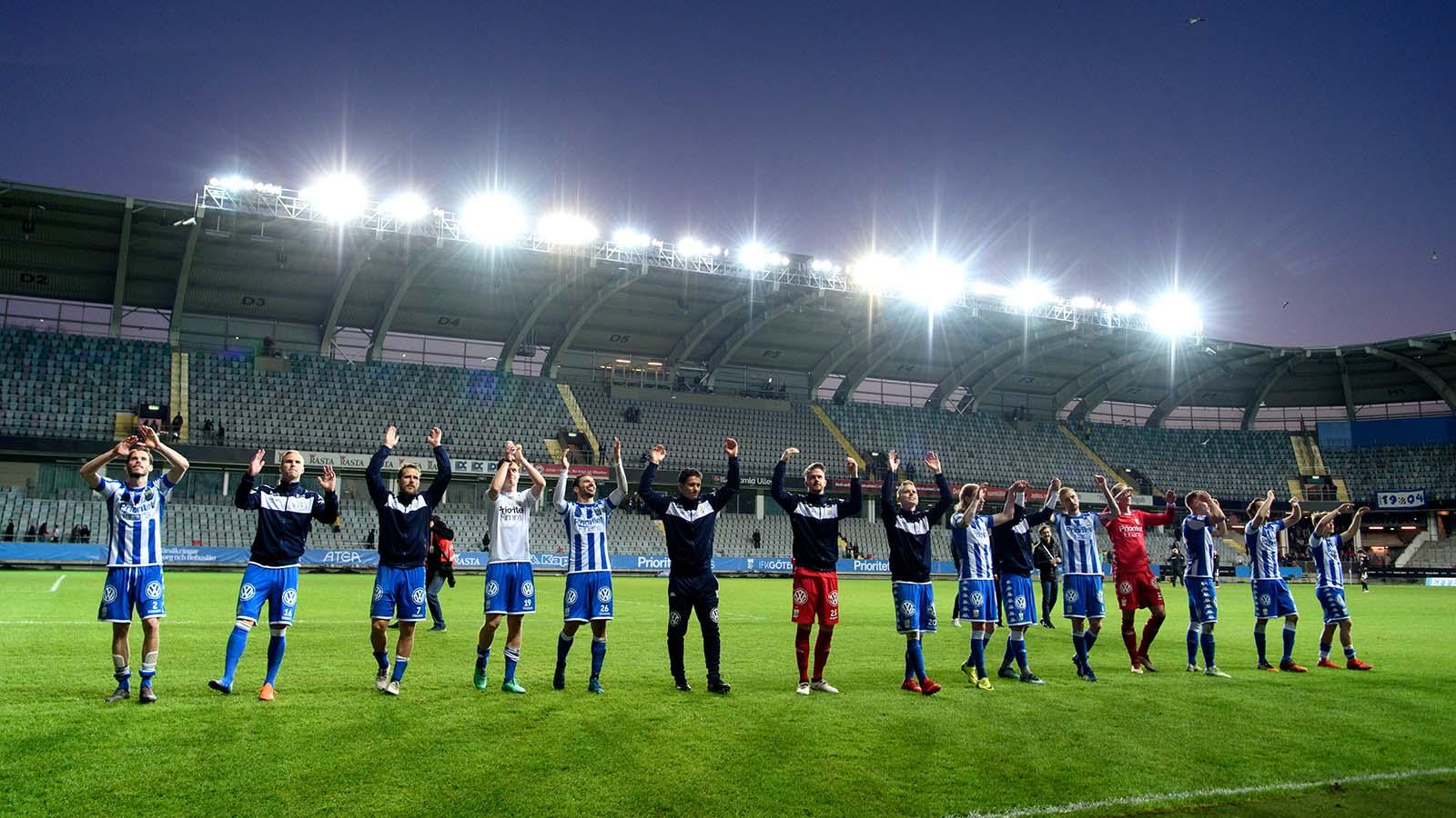 180419 IFK Göteborgs spelare tackar publiken efter fotbollsmatchen i Allsvenskan mellan IFK Göteborg och Dalkurd den 19 april 2018 i Göteborg. Foto: Carl Sandin / BILDBYRÅN / kod CS / 57999_340