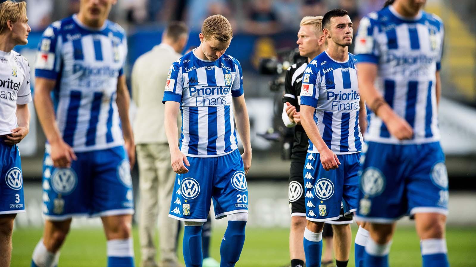 180524 IFK Göteborgs Victor Wernersson och Giorgi Kharaishvili deppar efter fotbollsmatchen i Allsvenskan mellan IFK Göteborg och Djurgården den 24 maj 2018 i Göteborg. Foto: Carl Sandin / BILDBYRÅN / kod CS / 57999_356