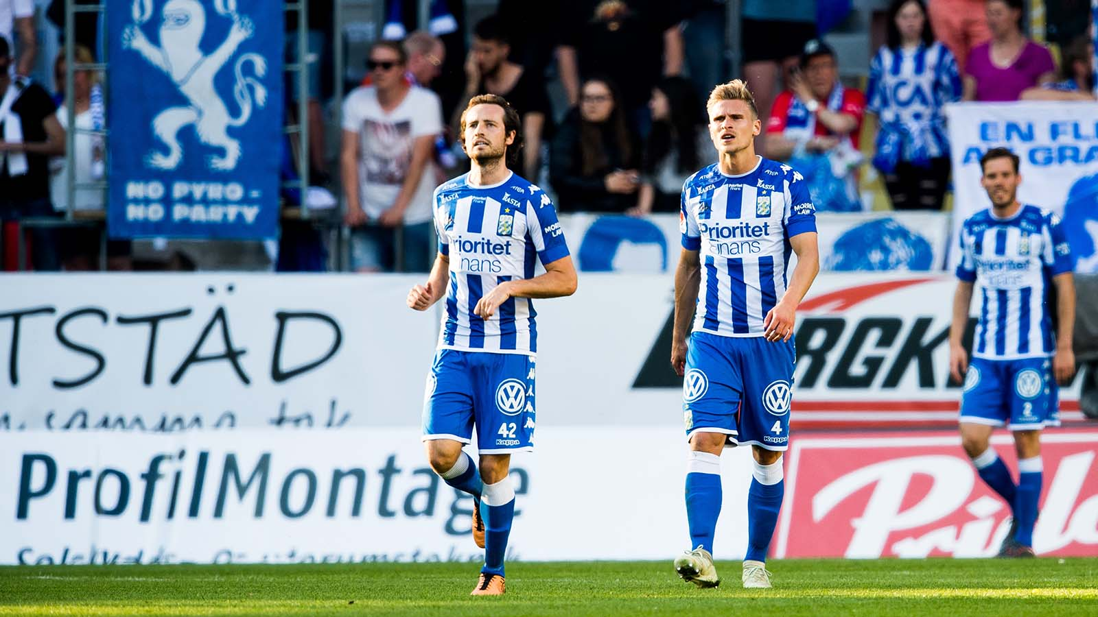 180524 IFK Göteborgs Mikkel Diskerud och Carl Starfelt deppar efter att Djurgårdens Felix Beijmo (ej i bild) har gjort 0-2 under fotbollsmatchen i Allsvenskan mellan IFK Göteborg och Djurgården den 24 maj 2018 i Göteborg. Foto: Carl Sandin / BILDBYRÅN / kod CS / 57999_356