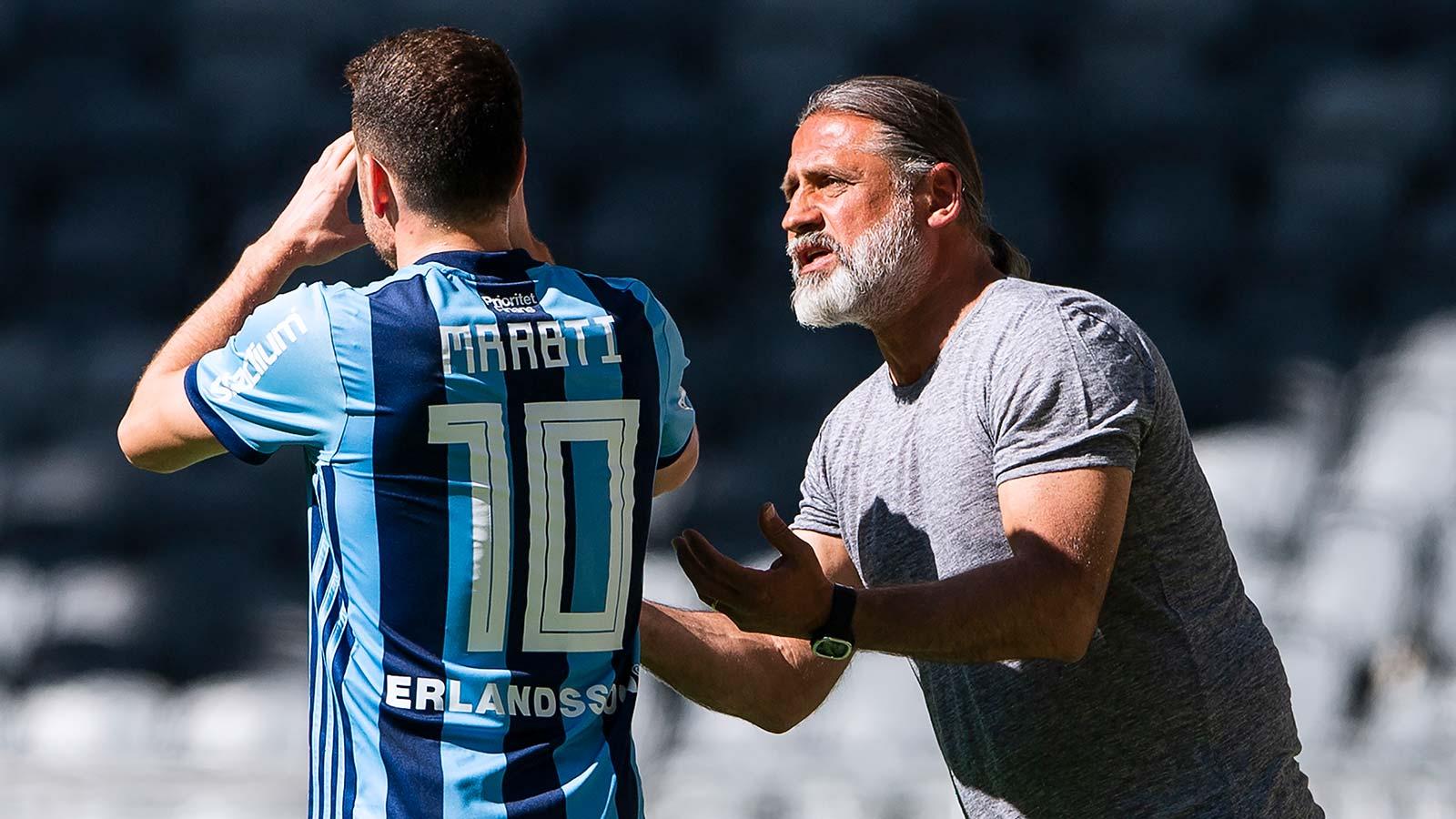 180513 Djurgårdens tränare Õzcan Melkemichel (h) pratar med Kerim Mrabti under fotbollsmatchen i Allsvenskan mellan Djurgården och Dalkurd den 13 Maj 2018 i Stockholm.