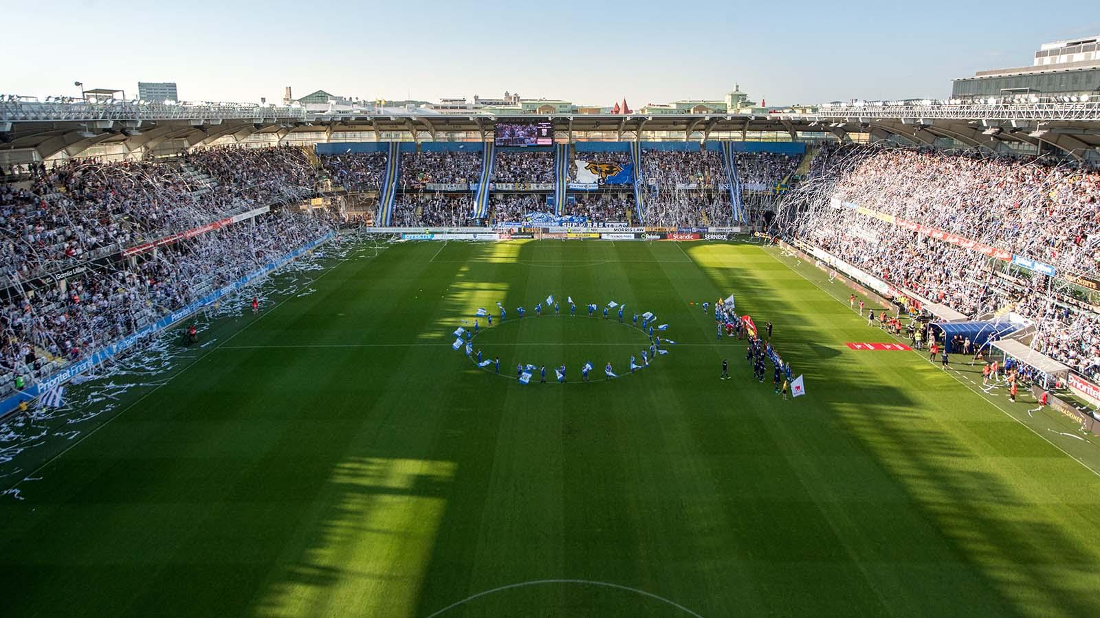 180524 IFK Göteborgs supportrar har tifo på läktaren inför fotbollsmatchen i Allsvenskan mellan IFK Göteborg och Djurgården den 24 maj 2018 i Göteborg. Foto: Carl Sandin / BILDBYRÅN / kod CS / 57999_356