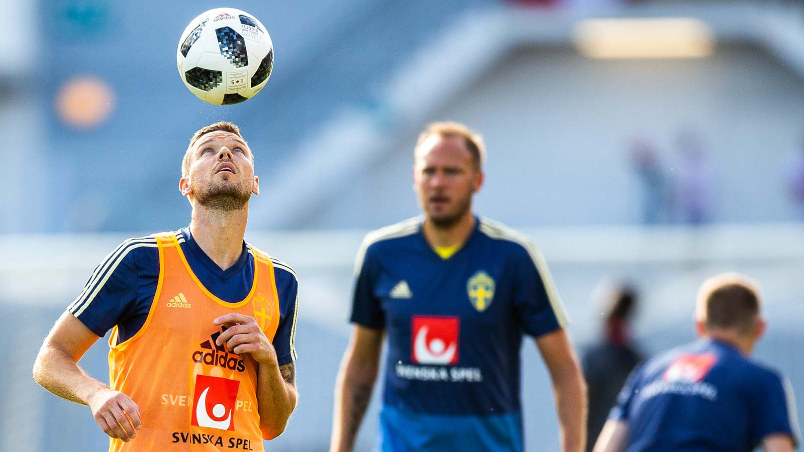 180609 Marcus Berg of Sweden with a header during the warm up before international friendly football match between Sweden and Peru on June 9, 2017 in Gothenburg.
