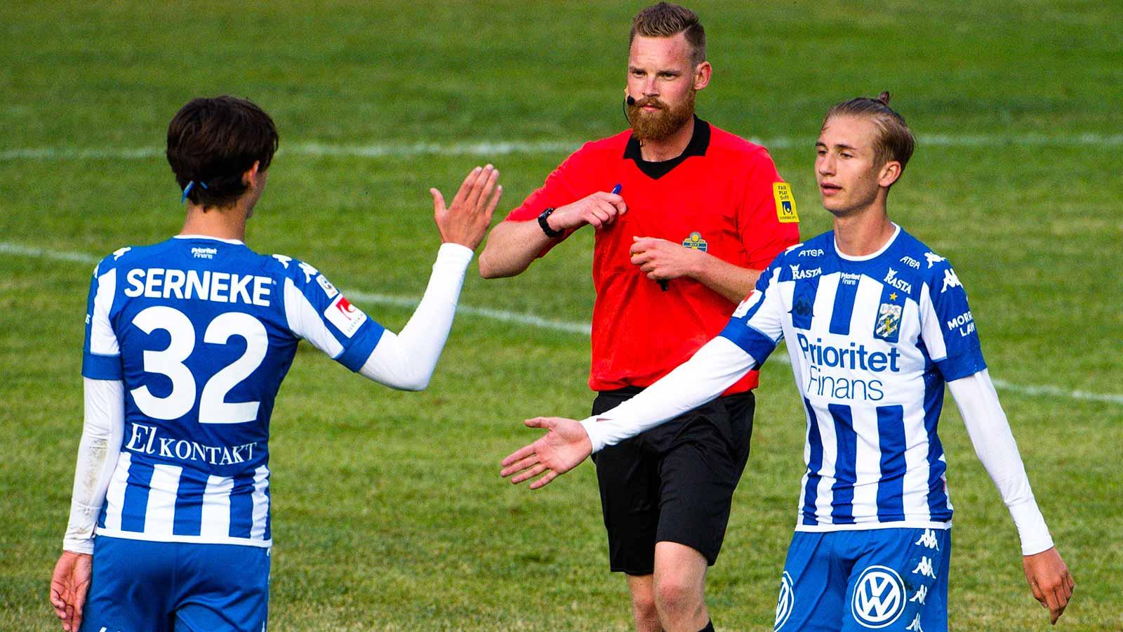 180611 IFK Göteborgs Benjamin Nygren jublar efter mål under en träningsmatch i fotboll mellan en dalakombination och IFK Göteborg den 11 juni 2018 i Nyhammar.