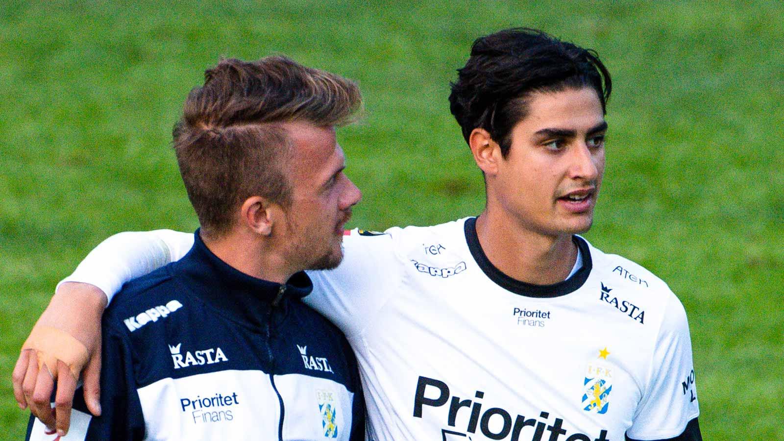 180611 IFK Göteborgs målvakt Tom Amos efter en träningsmatch i fotboll mellan en dalakombination och IFK Göteborg den 11 juni 2018 i Nyhammar.