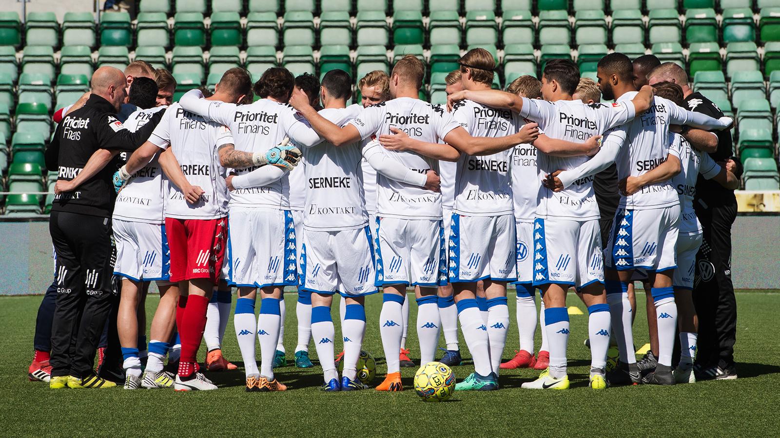 180527 IFK Göteborgs lag samlar sig inför fotbollsmatchen i Allsvenskan mellan GIF Sundsvall och IFK Göteborg den 27 maj 2018 i Sundsvall.