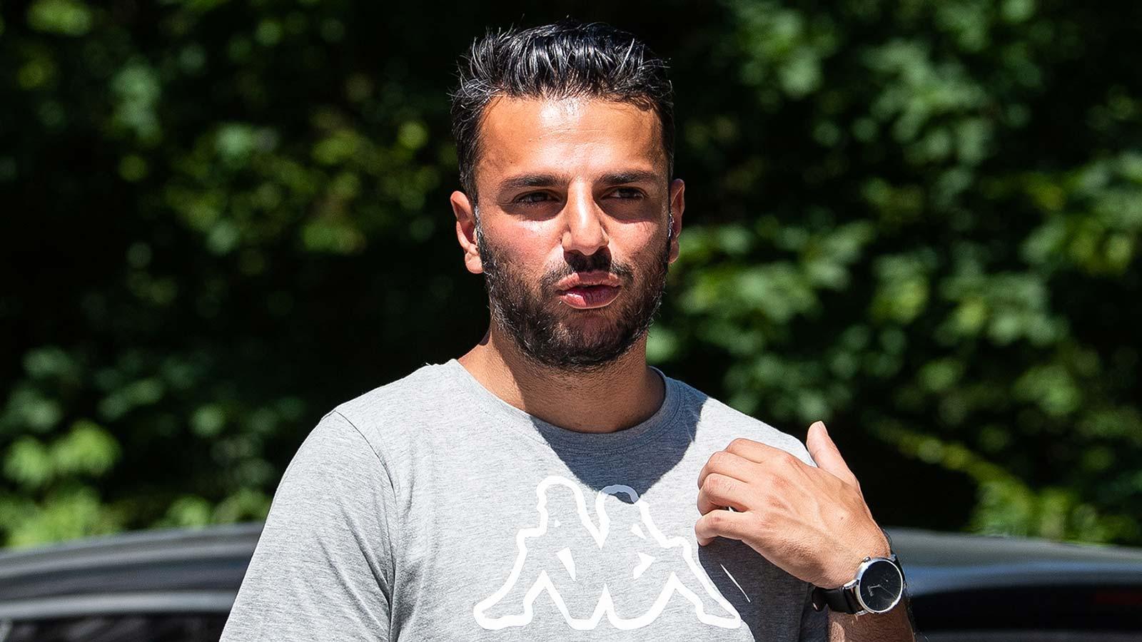 180608 IFK Göteborgs tränare Poya Asbaghi efter en träning med det svenska damlandslaget i fotboll den 8 juni 2018 i Göteborg.
