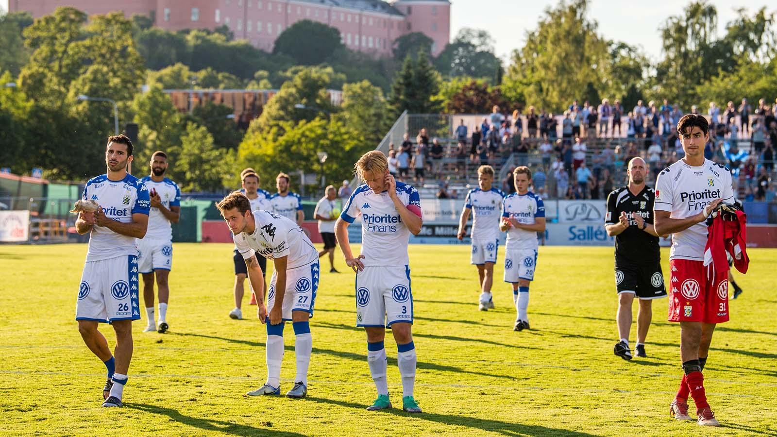 180722 IFK Göteborgs spelare deppar efter fotbollsmatchen i Allsvenskan mellan Sirius och IFK Göteborg den 22 juli 2018 i Uppsala. Foto: Jonathan Näckstrand / BILDBYRÅN / Cop 94