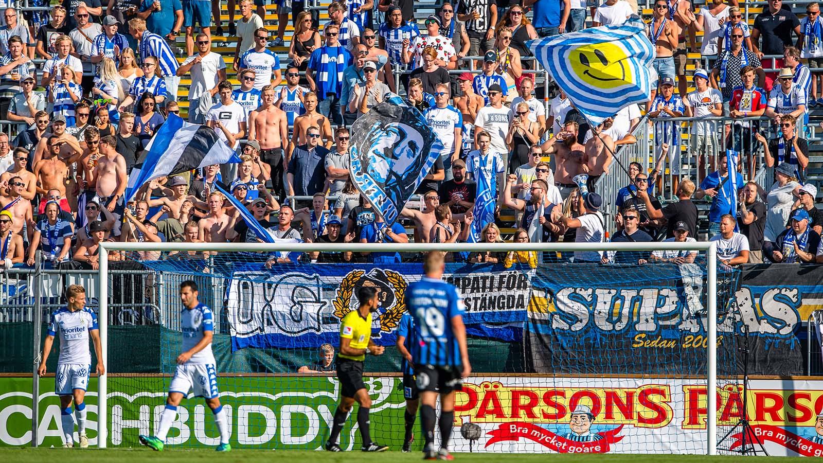 180722 IFK Göteborgs supportar under fotbollsmatchen i Allsvenskan mellan Sirius och IFK Göteborg den 22 juli 2018 i Uppsala. Foto: Jonathan Näckstrand / BILDBYRÅN / Cop 94