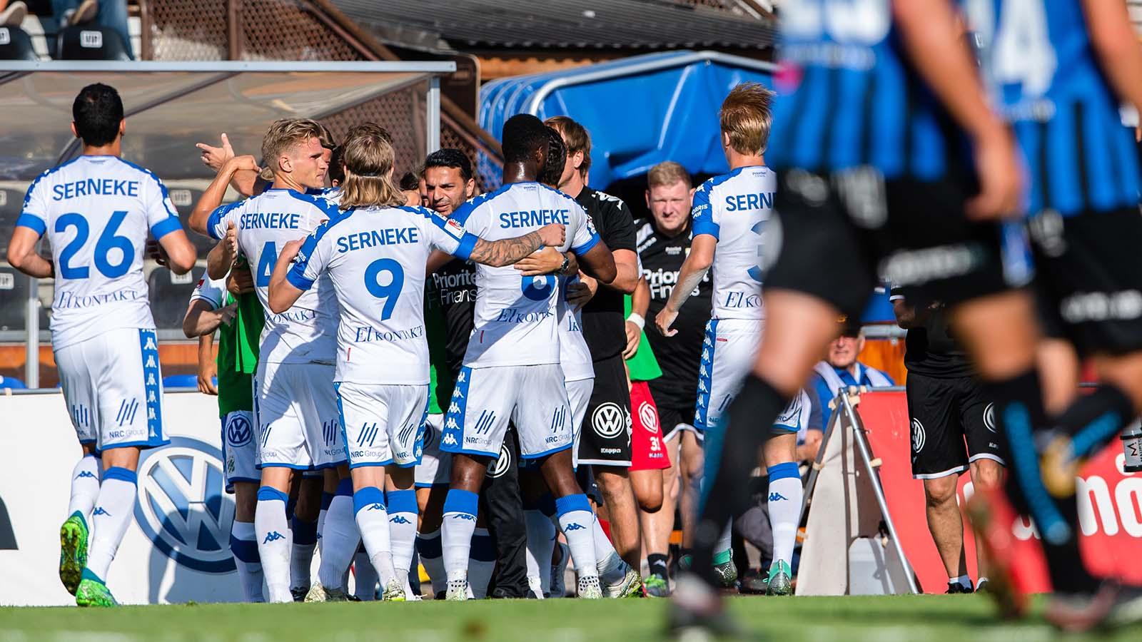 180722 IFK Göteborgs spelare jublar efter 0-1 under fotbollsmatchen i Allsvenskan mellan Sirius och IFK Göteborg den 22 juli 2018 i Uppsala. Foto: Jonathan Näckstrand / BILDBYRÅN / Cop 94