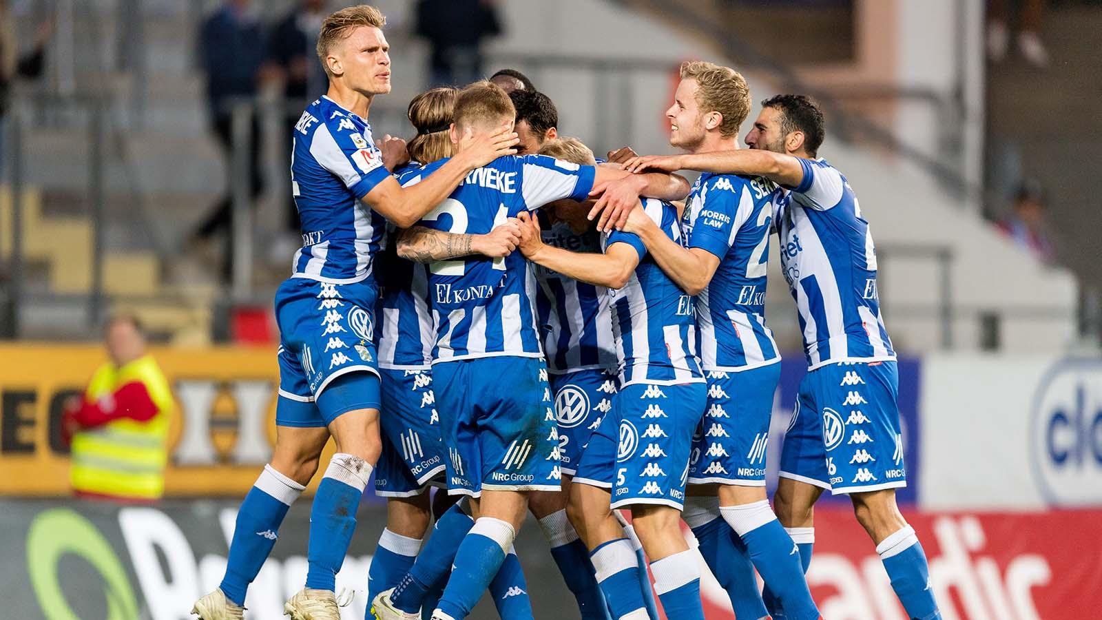 180714 IFK Göteborgs spelare jublar efter att Elias Mar Omarsson (ej i bild) gjort 2-0 under fotbollsmatchen i Allsvenskan mellan IFK Göteborg och Örebro den 14 juli 2018 i Göteborg. Foto: Krister Andersson / BILDBYRÅN / Kod KA / Cop 147
