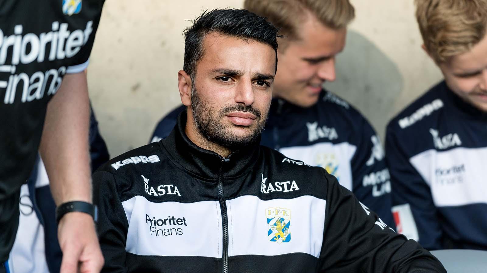 180714 IFK Göteborgs tränare Poya Asbaghi under fotbollsmatchen i Allsvenskan mellan IFK Göteborg och Örebro den 14 juli 2018 i Göteborg. Foto: Krister Andersson / BILDBYRÅN / Kod KA / Cop 147