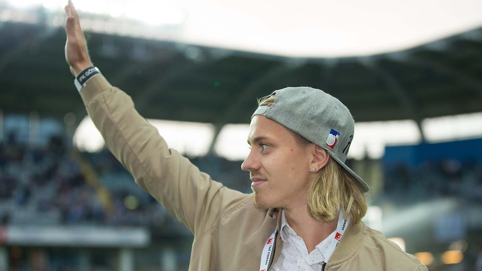 180810 IFK Göteborgs Elias Mar Omarsson avtackas i halvlek av fotbollsmatchen i allsvenskan mellan IFK Göteborg och Sirius den 10 augusti 2018 i Göteborg. Foto: Michael Erichsen / BILDBYRÅN / Cop 89