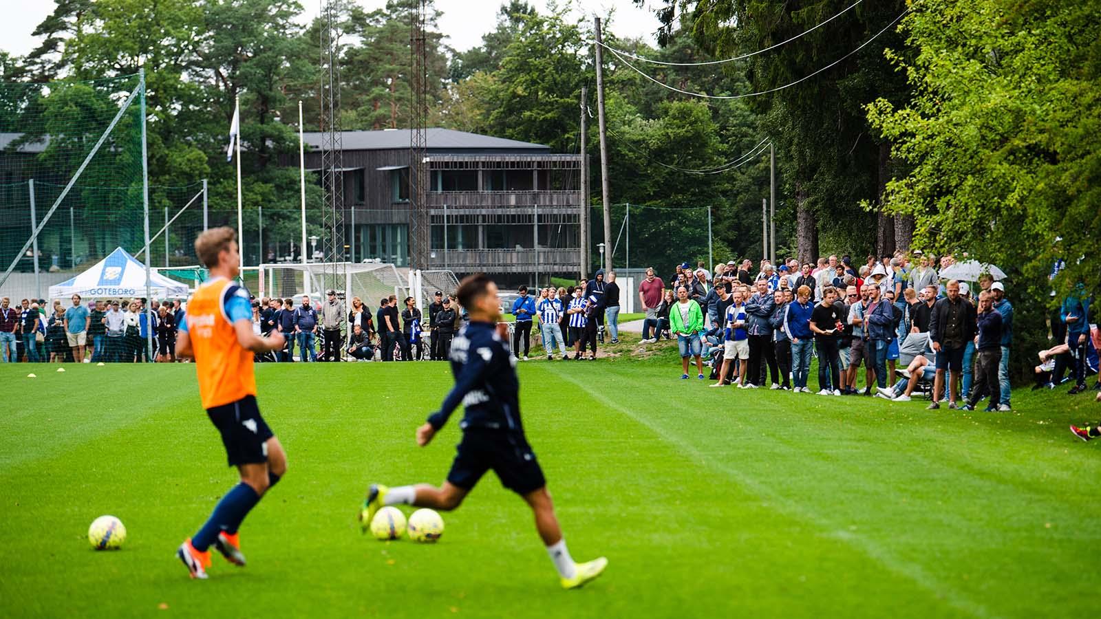 180819 Publik under en fotbollsträning med fotbollslaget i Allsvenskan IFK Göteborg den 19 augusti 2018 i Göteborg. Foto: MATHIAS BERGELD / BILDBYRÅN / Cop 200