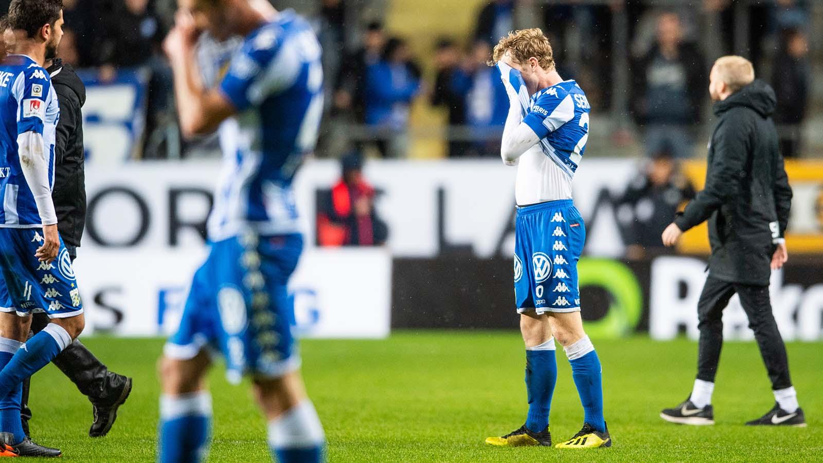 180927 IFK Göteborgs Victor Wernersson deppar efter fotbollsmatchen i Allsvenskan mellan IFK Göteborg och AIK den 27 september 2018 i Göteborg. Foto: Carl Sandin / BILDBYRÅN / kod CS / 57999_383